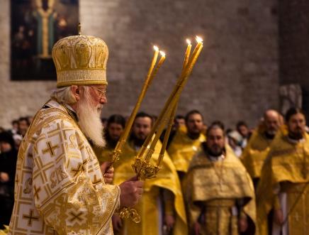 19 dicembre 2012, celebrazioni di San Nicola secondo il rito ortodosso nella Basilica di Bari. https://fotografiainpuglia.org/2013/03/17/verso-est/