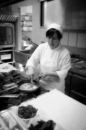 La Signora Maria Luisa Fischetti (proprietaria insieme ai fratelli) nella cucina del Ristorante Oasis, a Vallesaccarda (AV)