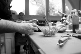 """Lo Chef Antonio Sgarra durante una lezione di cucina sul """"Fingerfood"""" presso l'Anice Verde ad Andria (BT). https://fotografiainpuglia.org/2013/09/30/dietro-ai-fornelli/"""