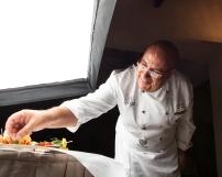 Lo Chef Antonio De Rosa al lavoro su un set montato presso l'Hotel Villa Romanazzi Carducci a Bari