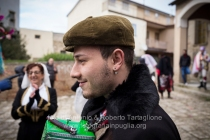 Aliano (MT) , 04 marzo 2014 (martedì grasso). In attesa di iniziare la sfilata si crea un momento di grande convivialità.
