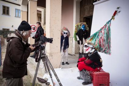 Aliano (MT) , 04 marzo 2014 (martedì grasso). I ritratti su fondale bianco realizzati all'uscita delle maschere.