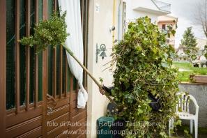 Satriano di Lucania (PZ), domenica 2 marzo; un Romita fa la questua per il paese