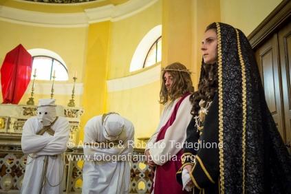 La Messa che precede l'avvio della Via Crucis per le strade del centro storico di Barile (PZ)