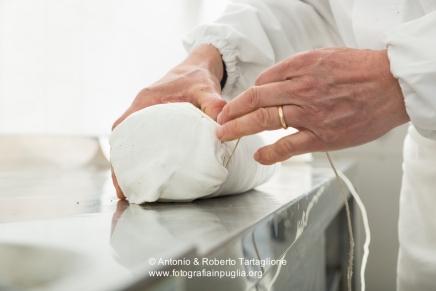 Fasi di lavorazione del capocollo di Martina Franca (TA), nel laboratorio di Michele Cito