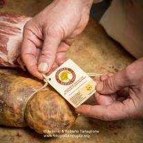 """Nel laboratorio di Michele Cito, imprenditore Socio del Presidio Slow Food """"Capocollo di Martina Franca"""", nel suo laboratorio"""