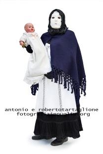 """Montescaglioso (MT) 17 febbraio 2015; Una maschera della sfilata del martedì grasso, la """"Quaremme"""" (Quaresima)"""