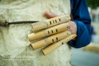 Particolare del guanto in canne di bambù