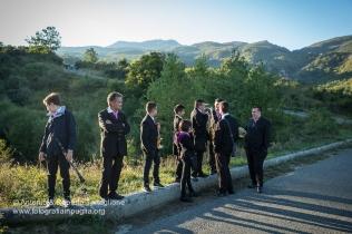 """La banda aspetta la processione vicino al bivio per le sorgenti del Frida. Si tratta del Il complesso Bandistico """"Santa Cecilia"""" di Cassano Ionio (CS)."""