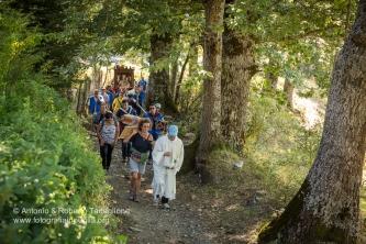 La processione è diretta ora verso San Severino Lucano.