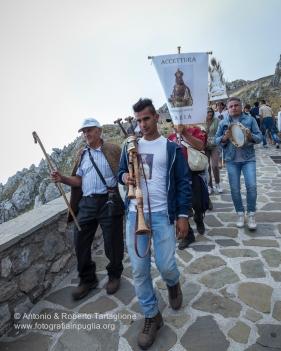 la salita dei suonatori al tramonto del sabato che precede la processione.