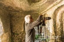 Il treppiedi a volte è indispensabile per poter documentare gli interni delle grotte e delle Chiese rupestri