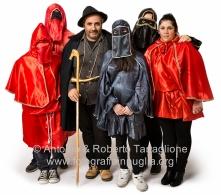 Vincenzo Cianci con la sua famiglia. Senza maschera la nuora, Vittoria Taccagno.