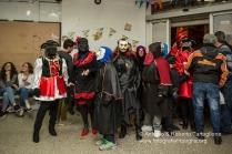 """Un """"festino"""" con le tipiche maschere di Lavello, i Domini ...un gruppo di maschere appena entrato."""
