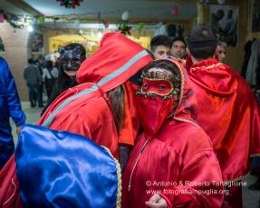 """Un """"festino"""" con le tipiche maschere di Lavello, i Domini ...https://fotografiainpuglia.org/2016/02/04/le-notti-di-lavello/"""