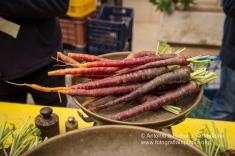 la carota di Tiggiano sulle bancarelle durante la Sagra della Pestanaca