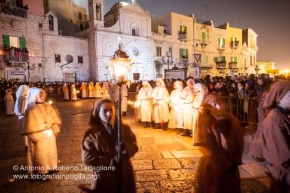 Molfetta (BA), Centro Storico, notte del Venerdì Santo, Processione dei Cinque Misteri a cura della Confraternita di Santo Stefano dal Sacco Rosso, anno 2009