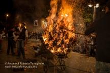 San Marco in Lamis (FG), Centro Storico, pomeriggio del Sabato Santo, Processione dell'Addolorata con il Cristo Morto accompagnata dalle Fracchie accese, anno 2011