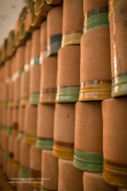 """un """"divisorio"""" di brocche in terracotta"""