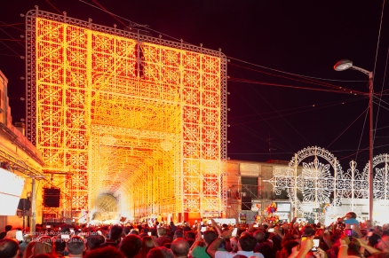 Scorrano (LE) - ore 21,00. l'ora blu è ormai finita ma continua la magia degli spettacoli di luci e musica.