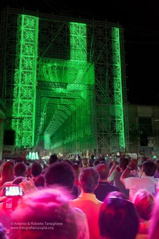 corrano (LE) - ore 21,00. l'ora blu è ormai finita ma continua la magia degli spettacoli di luci e musica.