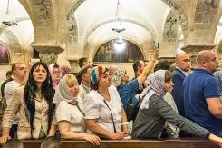 lunedì 22 maggio 2017, coda di pellegrini provenienti dalla Russia in attesa nella Cripta della Basilica di San Nicola