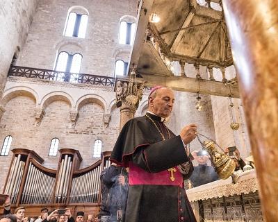domenica 21 maggio 2017. Basilica di San Nicola,, il Vescovo Francesco Cacucci.