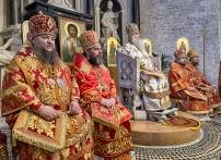 lunedì 22 maggio 2017, il Metropolita di Saratov e Wolski, Longin, (al centro) presiede la liturgia ortodossa nella Basilica di San Nicola a Bari. https://fotografiainpuglia.org/2017/05/29/il-viaggio-di-san-nicola/