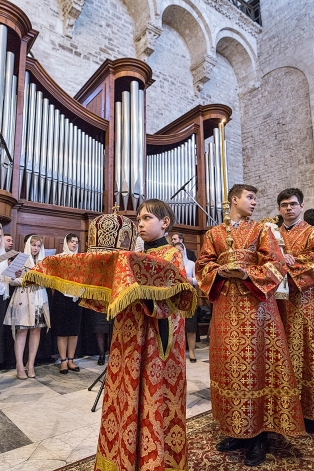 lunedì 22 maggio 2017, liturgia ortodossa nella Basilica di San Nicola a Bari.