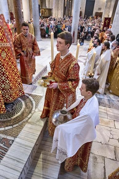 lunedì 22 maggio 2017, momenti della liturgia ortodossa nella Basilica di San Nicola a Bari