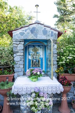 Lagonegro (PZ) L'altare che segnala la prima sosta, in Contrada Grada.