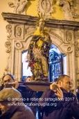 Pignola (PZ) uscita della statua di Sant'Antonio Abate la vigilia della festa, per la benedizione del fuoco