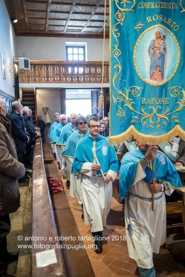 Rapone (PZ) La Confraternita del Rosario entra nella Chiesa di Santa Maria ad Nives