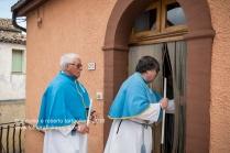 Rapone (PZ) dopo la celebrazione della Candelora i confratelli della Confraternita del Rosario portano le candele benedette nelle abitazioni dei malati o delle persone in difficoltà