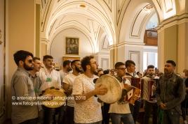 Oria (BR) - musicisti all'interno del Santuario di San Cosimo alla Macchia. A destra Pietro Balsamo, leader del gruppo musicale Iazzabanna