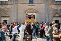 Processione davanti al Santuario di San Cosimo alla Macchia, nelle campagne intorno ad Oria (BR).
