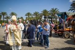"""La benedizione dei """"traini"""" davanti al Santuario di San Cosimo alla Macchia, nelle campagne intorno ad Oria (BR), alla presenza del vescovo di Oria Mons. Vincenzo Pisanello"""