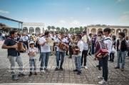 Musicisti davanti al Santuario di San Cosimo alla Macchia, nelle campagne intorno ad Oria (BR).