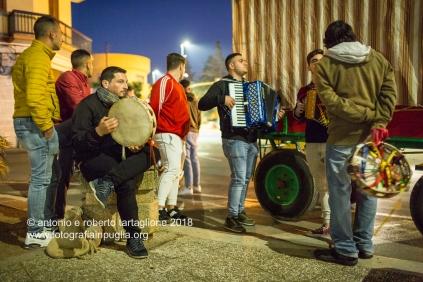 Francavilla Fontana (BR), raduno dei musicisti prima del pellegrinaggio a piedi verso il Santuario di San Cosimo alla Macchia per la Festa dei Santi Medici