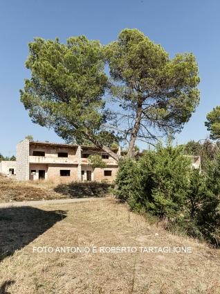 """Santa Maria d'Irsi (Irsina - MT) Il borgo venne chiamato prima """"Villaggio Difese""""poi dall'Ente Riforma rinominato """"Santa Maria D'Irsi"""". Fu progettato nel 1947 e inaugurato nel 1948 ma poi ultimato nel 1958."""