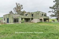 Case della Riforma Fondiaria sulla Bradanica, nel territorio di Matera.